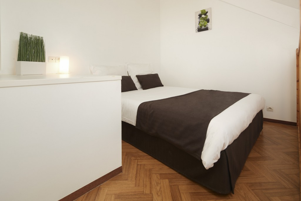 Lit double studio appart hotel ancenis