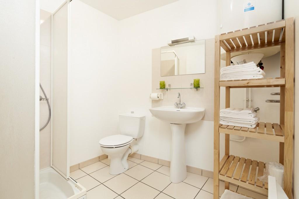 salle de bain studio appart hotel ancenis
